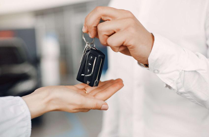 Comertul auto-moto, in scadere cu aproximativ 15%
