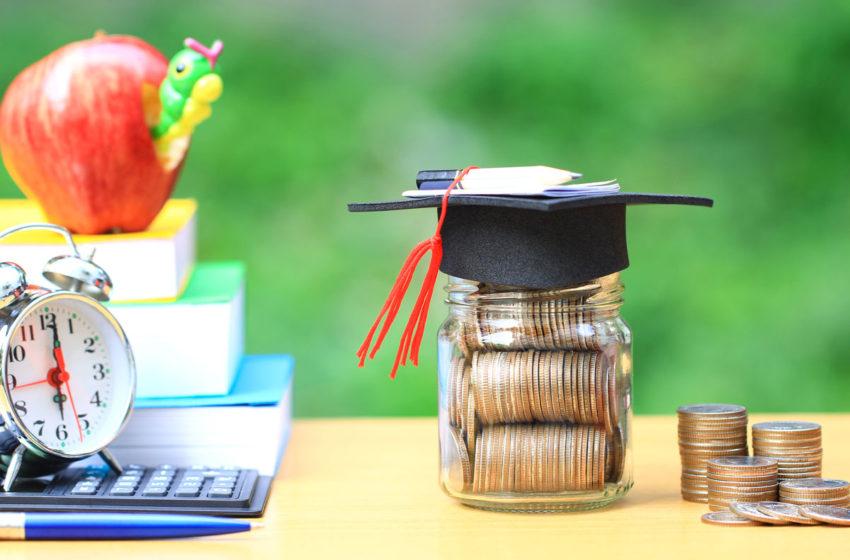 """Programul de stat """"Bani de liceu"""" continua si in acest an scolar"""
