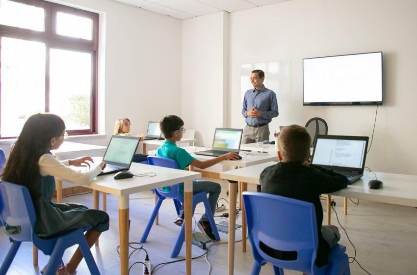 Peste 130.000 de tablete si laptopuri de la Guvern pentru activitati scolare