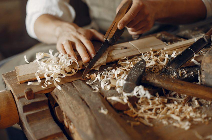 Tabara de sculptura in lemn la Polovragi